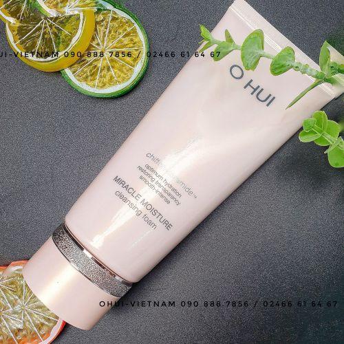OHUI Miracle Moisture Cleansing Foam Sữa rửa mặt bổ sung ẩm cho làn da sạch nhưng vẫn tươi mát, căng mịn 200ml